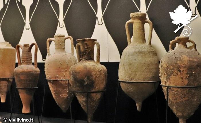 Anfore di vino dal museo del vino di Torgiano