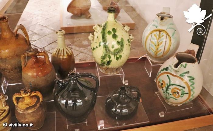 Otre di terracotta per il vino (Museo del Vino di Torgiano)